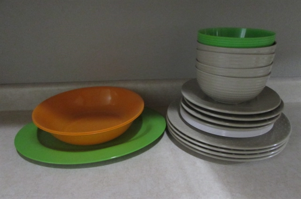 LARGE LOT OF BBQ/PICNIC SUPPLIES