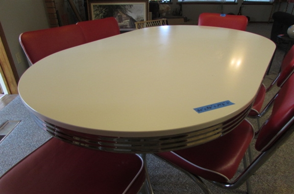 VINTAGE REPRODUCTION DINING TABLE & 6 CHAIRS