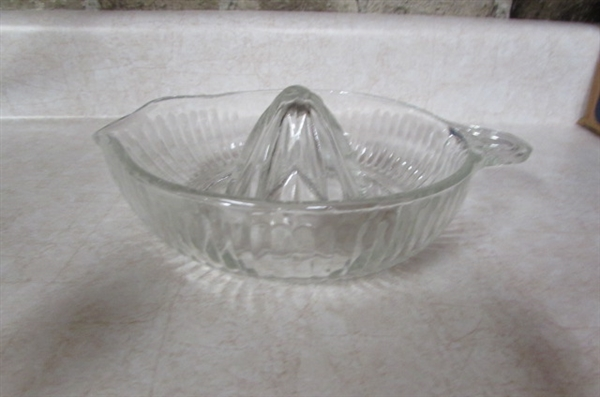 GLASS MIXING BOWLS, MEASURING CUP AND JUICER
