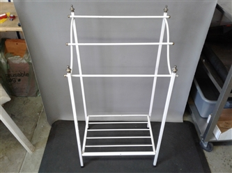 Small metal quilt/towel rack