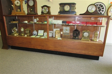 8 WOOD/GLASS DISPLAY CASE (106)