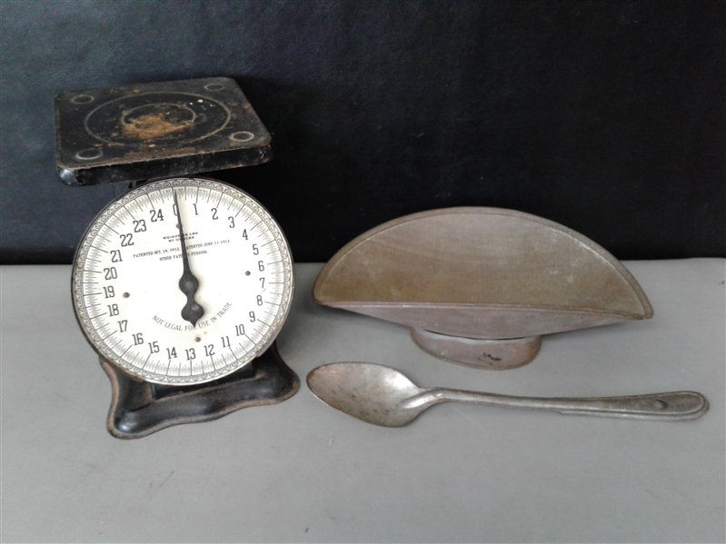 Antique American Cutlery Co. 24lb Kitchen Scale