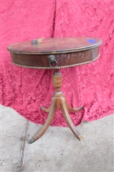 VINTAGE ROUND LION HEAD ACCENT TABLE