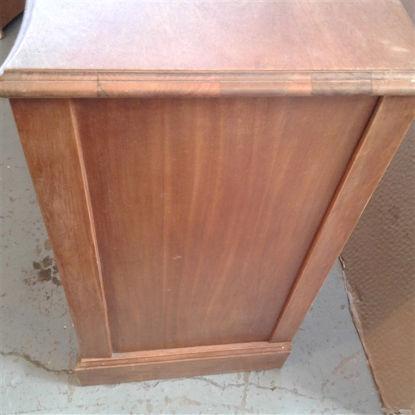 Vintage Mid Century Dresser w/Pull Out Desk