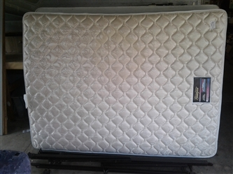 Simmons Beautyrest Queen Size Mattress, Box Springs, and Frame